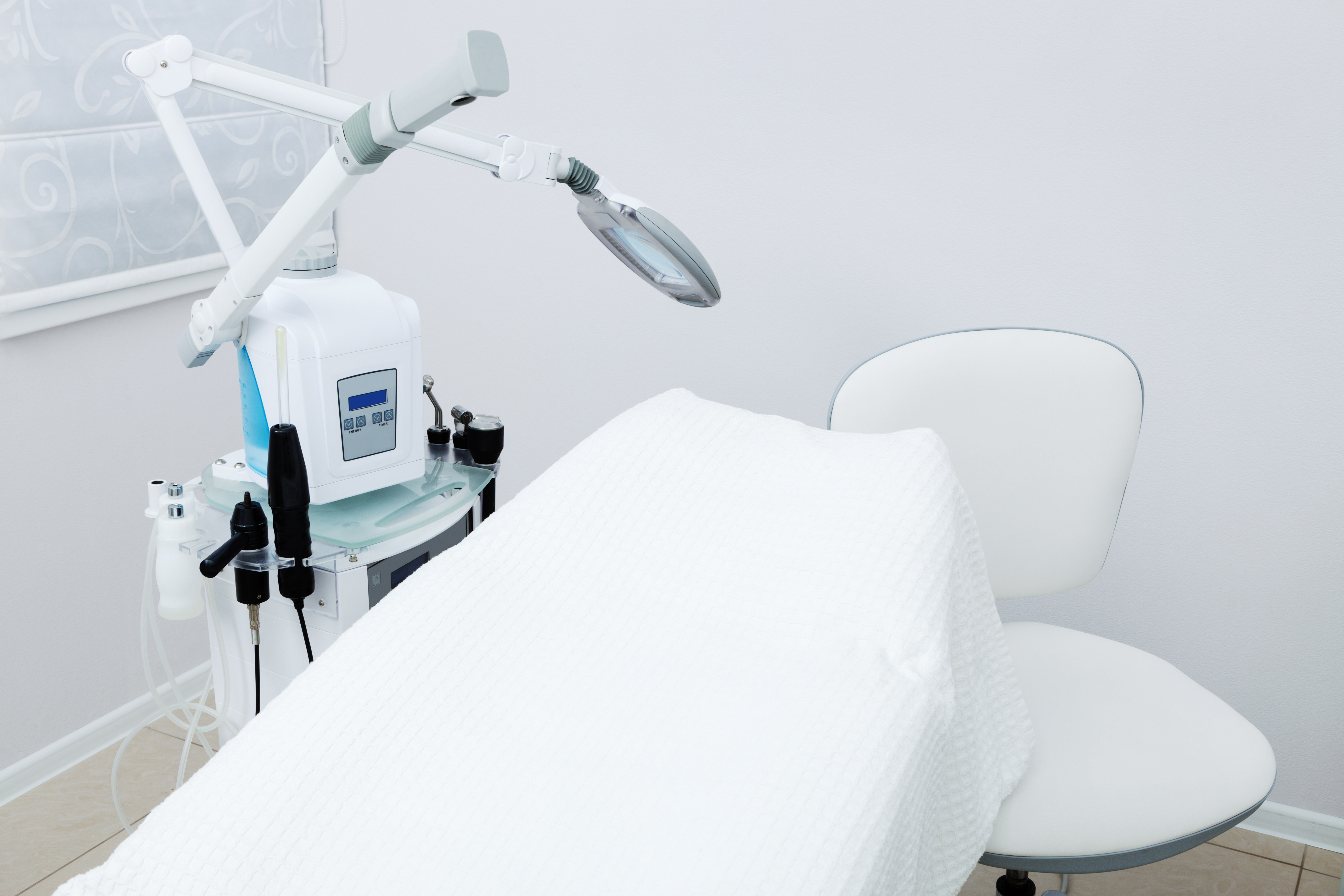 White beauty therapy couch with magnifying mirror