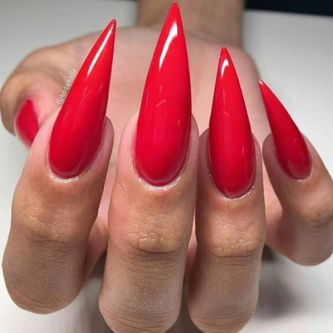 We love a classic red mani  Set by hodanails
