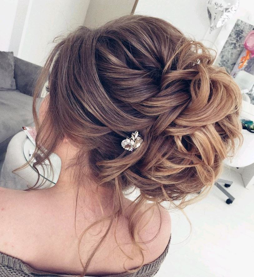 Stunning tousled up do with subtle accessories elstilespb