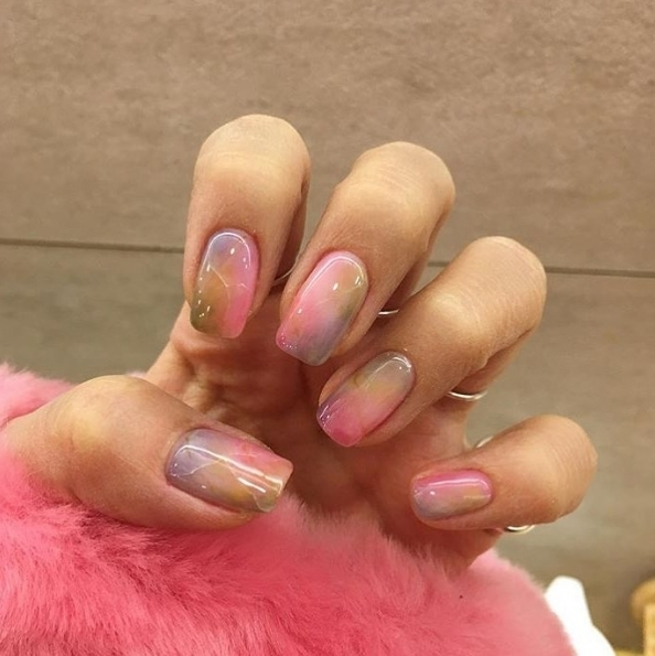 How amazing are these glossy colour wash nails?! iamreeceyroo