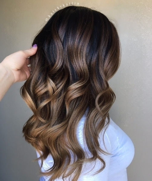 We love this glossy balayage by hairbykaitlin