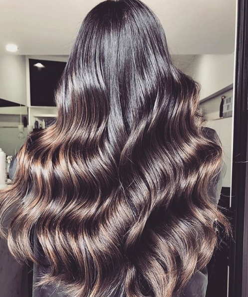 HAIR GOALS! How amazing are these super long glossy waveshellip