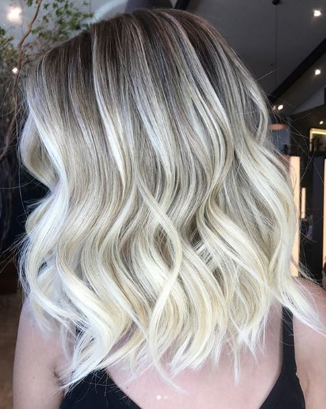 We love these beautiful bright blonde waves by keziasimoes