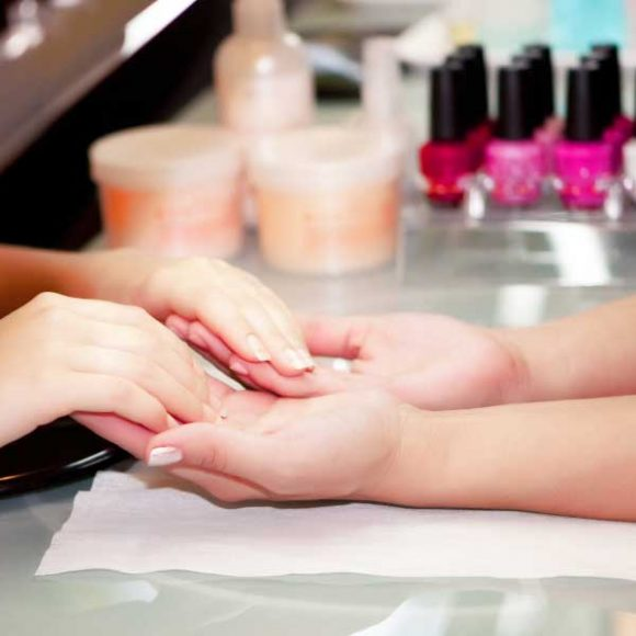 Is It Beneficial to Introduce A Mobile Nail Service To Your Salon Business?