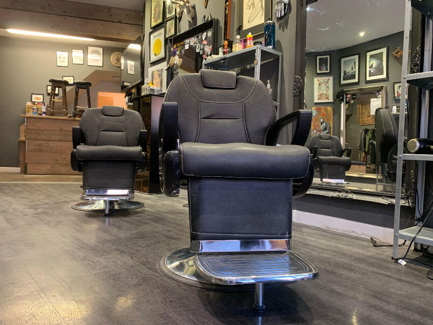 Black Hound Barber Chairs